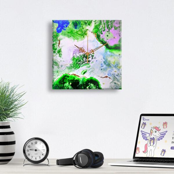 Авторський настінний годинник ручної роботи Карта світу