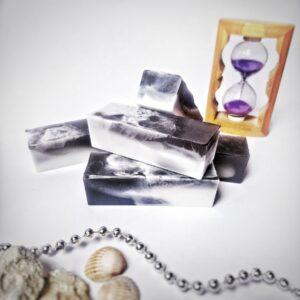 Натуральное мыло ручной работы «Чёрная жемчужина»