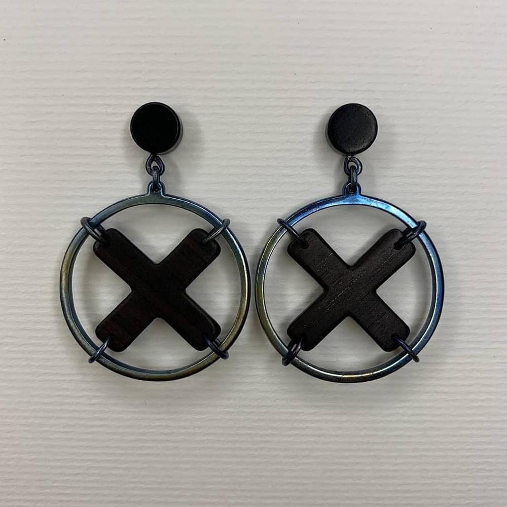 Титановые серьги с черным деревом эбен «X»